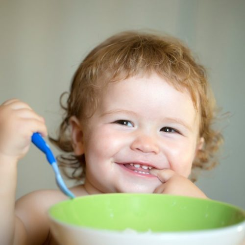 Bebê-1-ano-o-que-muda-na-alimentação